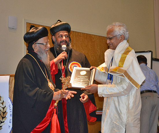 Dr. Jacob Mathew acepts a special recognition award from HB Baselios Thomas I Catholicose and HE Yeldo Mor Titus for Malankara World