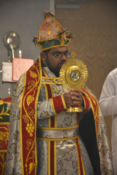 Rev. Fr. Binoy Alexander offers benediction after the Rasa (Procession) at Baselios Church, Ohio Oct 4 2014