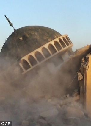 Destroying the tomb of Prophet Jonah in Mosul