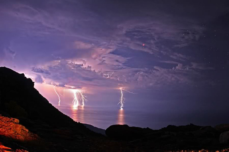 Lightning and thunderstorms in the sky